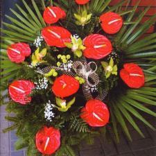 Kwiaty pogrzebowe czerwono-żółte z akcentem białego